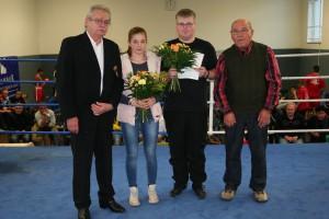Verleihung Ehrennadel des BVS in Bronze an Tobias Hinke, und Auszeichnung Emily Mauermann für ihre Bronzemedaille bei der diesjährigen DM